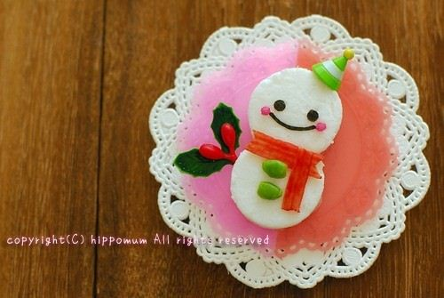 How adorable. Hippomum shows step by step how to make this cute Christmas sandwich