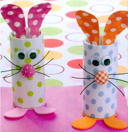 For the little ones it's great fun to make decoration from every day appliances. Like these toilet paper roll bunnies.