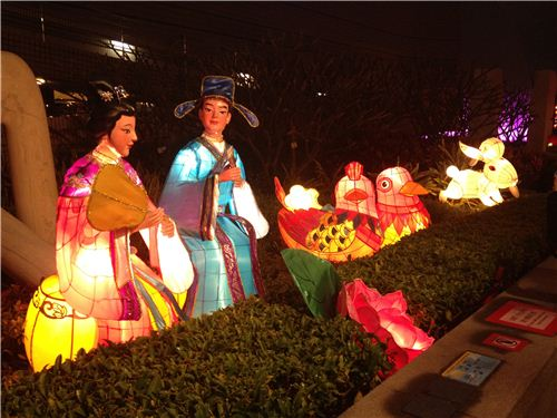 Beautiful lantern installations everywhere