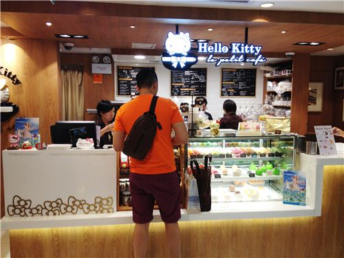 Hello Kitty Le petit Cafe can be found in the department store SoGo in Causeway Bay