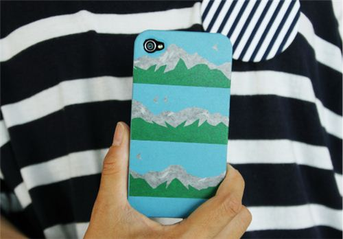 Just a bit more than 3 stripes of this wide mt Washi Tape turn a normal phone case into a designer piece