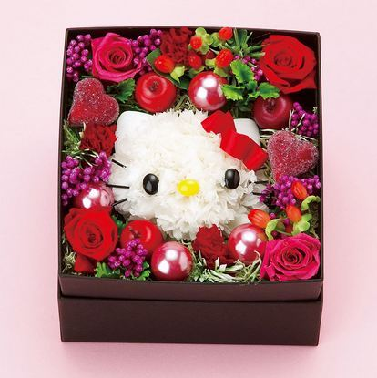 We love this super cute present box with Hello Kitty, apples and roses.