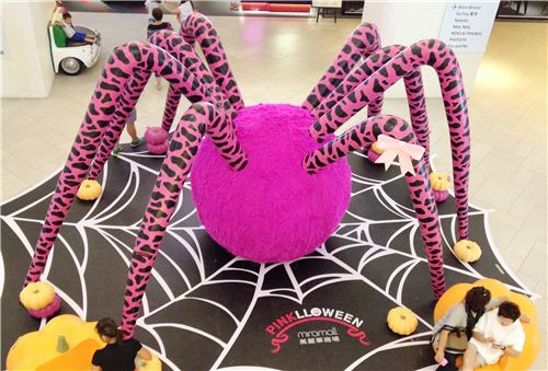 gigantic Pinklloween Halloween spider in Miramar Shopping Centre in Hong Kong