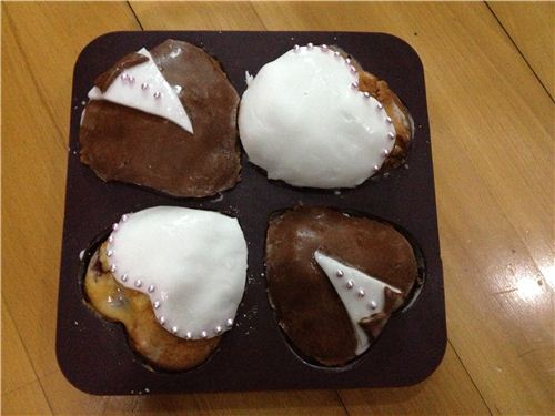 Wedding muffins decorated with fondant