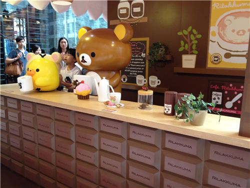 In this booth you can stand with Rilakkuma behind the counter of Rilakkuma Cafe