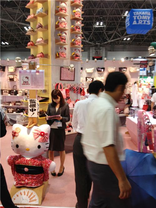 A kwaii Hello Kitty area with a traditional Japanese Hello Kitty