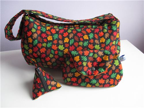 A great bag set with our Timeless Treasures autumn fabric made by Evelin Mostafa?
