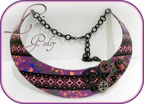 Redecora Te con Lola Godoy showed a great DIY necklace makeover with Washi tape