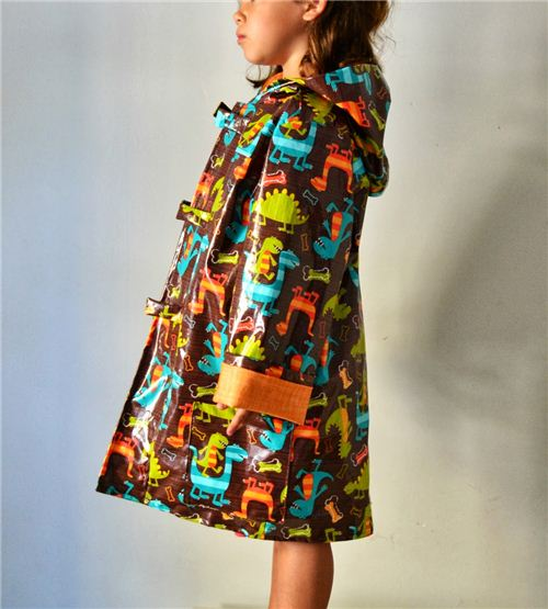 On the Spanish blog La Inglesita we spotted this awesome raincoat made with our Dino Dudes fabric