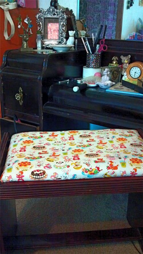 Our customer Alicia from the USA reupholstered a stool with our fabric - great job!