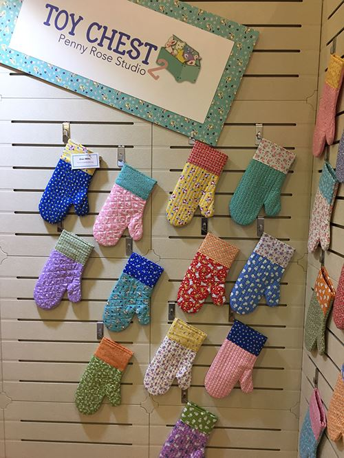 These oven mits made of Riley Blake fabrics are too cute!