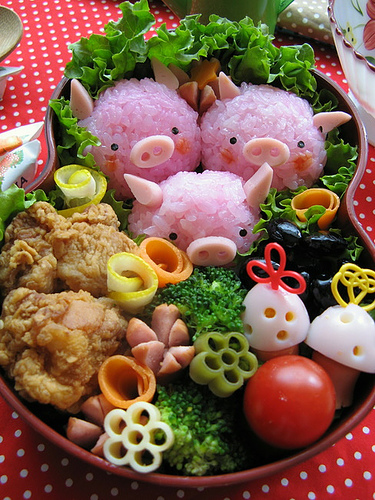 bento box with 3 cute pink piggies